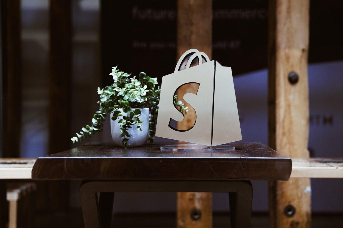 shopify-logo-window-with-plant
